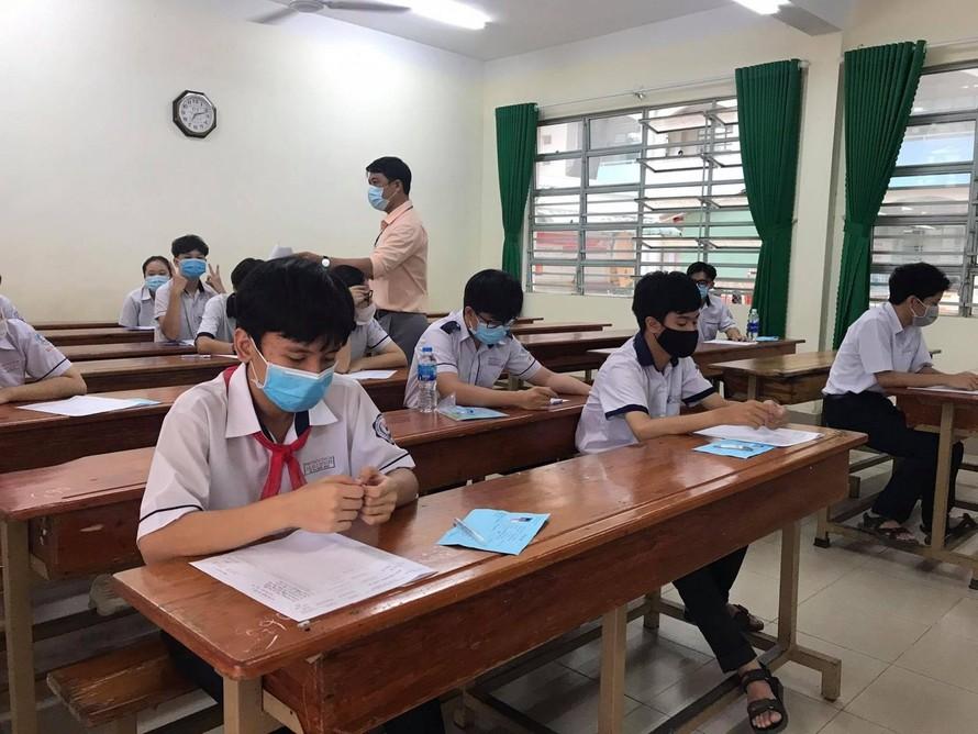 Nhà sách đóng cửa, học sinh ở Đồng Nai khó tiếp cận sách giáo khoa