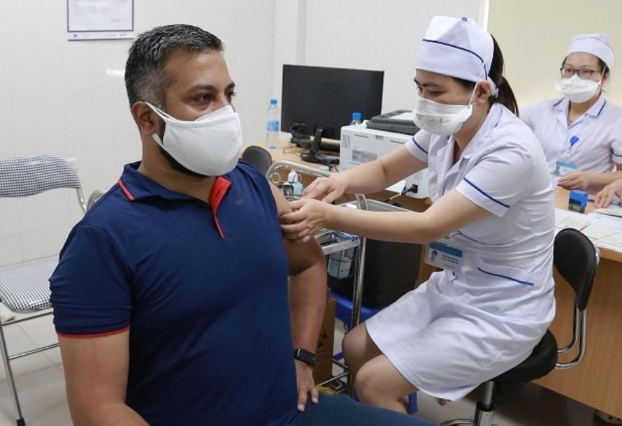 4.000 công dân nước ngoài được tiêm vaccine phòng COVID-19