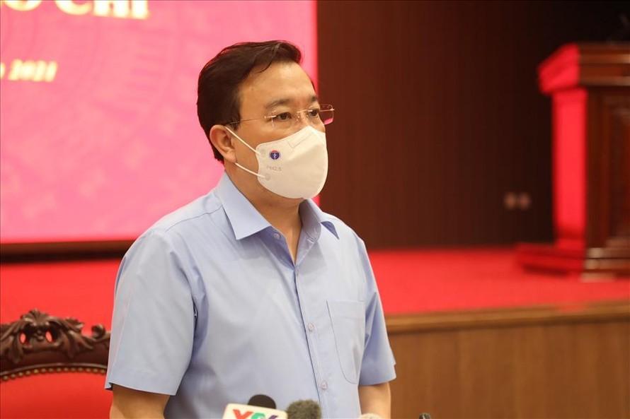 Phó Chủ tịch Hà Nội Chử Xuân Dũng thông tin tại cuộc họp