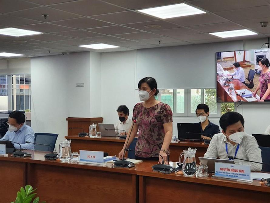 Bà Nguyễn Thị Huỳnh Mai, Chánh văn phòng Sở Y tế TP HCM, trả lời báo chí tại cuộc họp báo chiều 26-9.