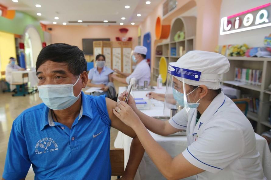 Rút ngắn khoảng cách tiêm mũi 2 vaccine AstraZeneca với người đã tiêm mũi 1