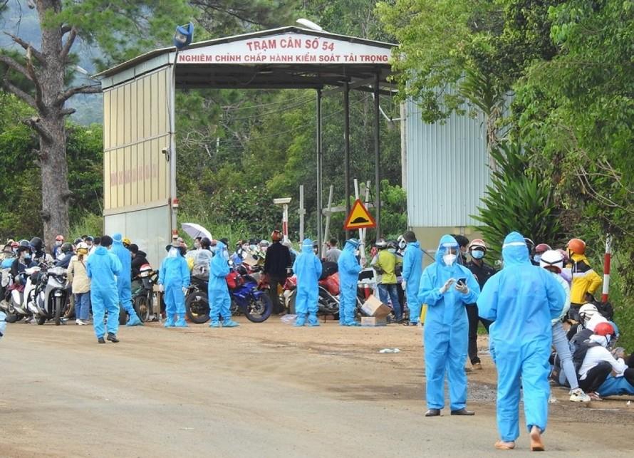 Ninh Bình hỗ trợ người dân trở về quê bằng phương tiện cá nhân