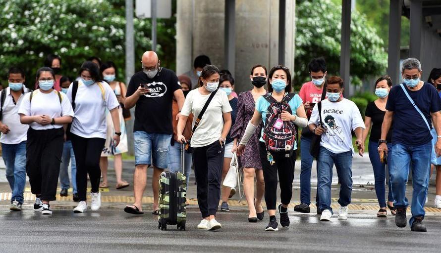 Chung sống an toàn với COVID - Việt Nam không phải ngoại lệ