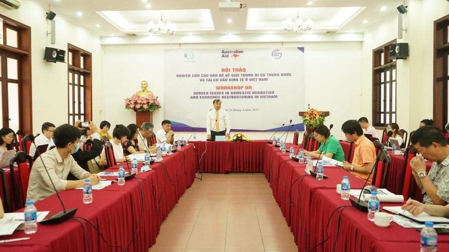 Ông Nguyễn Hoa Cương, Phó Viện trưởng Viện Nghiên cứu quản lý kinh tế trung ương phát biểu khai mạc hội thảo.