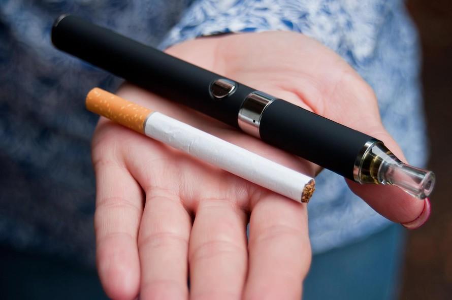 Thuốc lá tại Nhật Bản có giá khoảng 450 (95.000 VND) đến 570 yên (120.000 VND) một gói, bao bì có nhãn cảnh báo sức khỏe. (Ảnh: Yahoo)