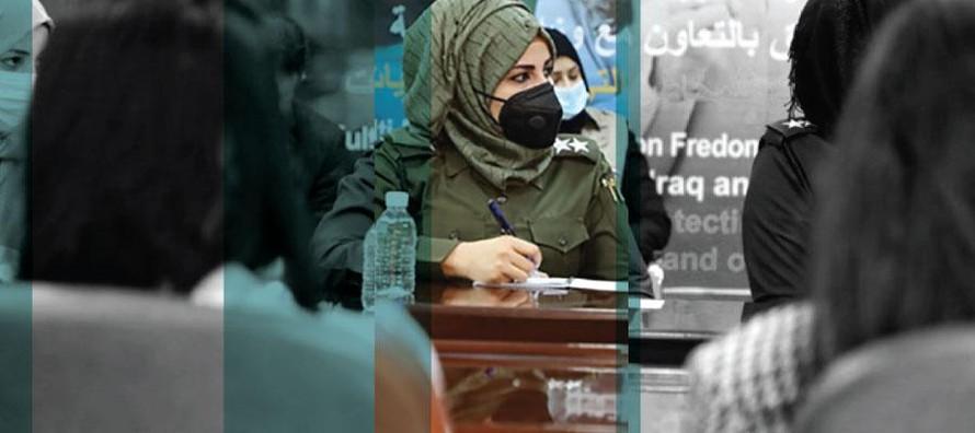 Nữ sĩ quan cảnh sát tại khóa đào tạo về đường dây nóng trợ giúp cho các nữ nhà báo. (Ảnh: UNESCO).