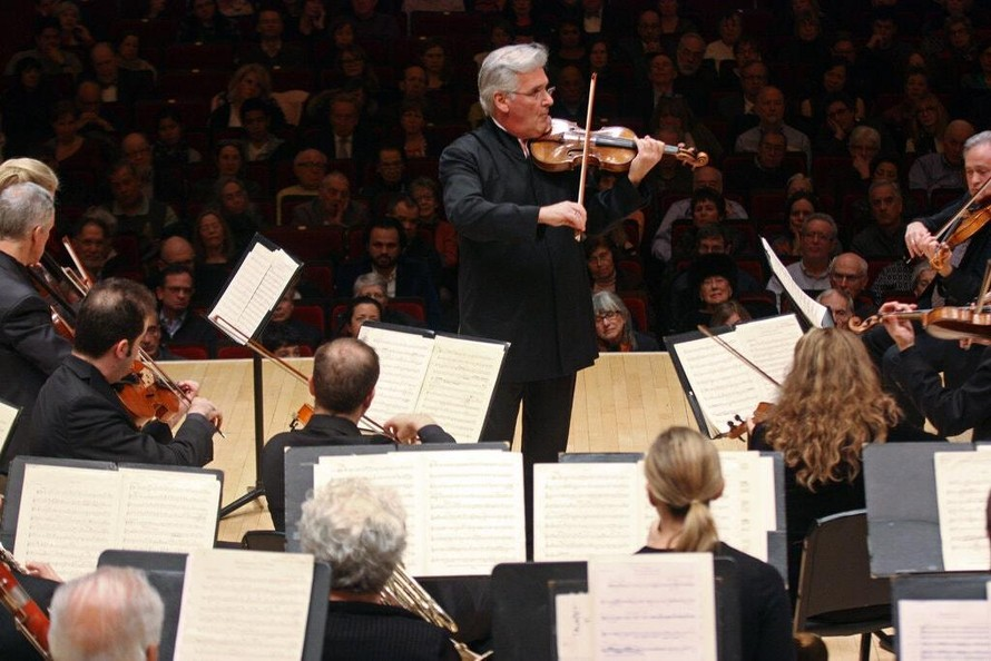 Nghệ sĩ vĩ cầm nổi tiếng Pinchas Zukerman biểu diễn tại Carnegie Hall năm 2016. (Ảnh: Hiroyuki Ito)