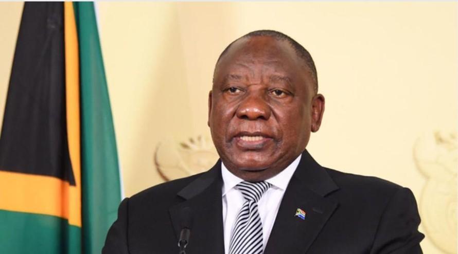 Tổng thống Cyril Ramaphosa tuyên bố gia hạn các quy định cấm vận chặt chẽ hơn trong hai tuần nữa khi làn sóng thứ ba của đại dịch COVID-19 tiếp tục tàn phá Nam Phi. (Ảnh: Elmond Jiyane)