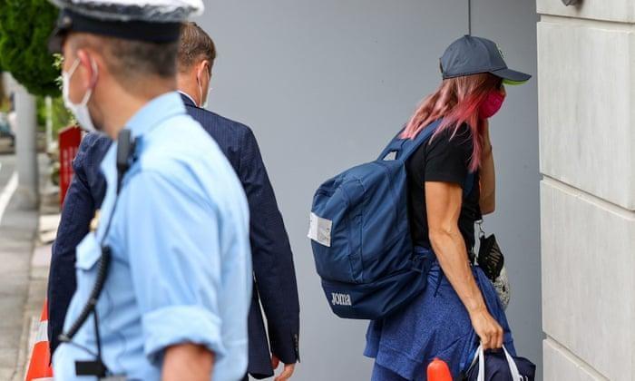 Vận động viên chạy nước rút người Belarus Tsimanouskaya được cảnh sát bảo vệ sau khi từ chối về nước.