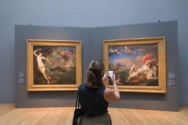 Các chủ đề trong tranh của Titian đặt ra những câu hỏi rắc rối về việc thẩm mỹ và đạo đức có thể xung đột như thế nào. (Ảnh: Matt Costby)