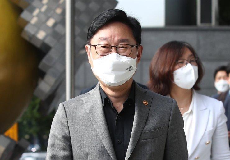 Bộ trưởng Tư pháp Park Beom-kye thăm Ủy ban Nhân quyền Quốc gia Hàn Quốc ở trung tâm Seoul, ngày 19/8. Ảnh: Yonhap