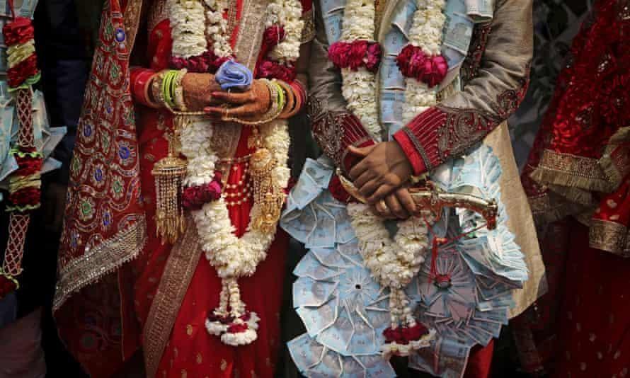 Của hồi môn được xem là bất hợp pháp ở Ấn Độ trong 50 năm qua, nhưng tập tục này vẫn còn phổ biến, trở thành nguyên do cái chết của hơn 8.000 phụ nữ mỗi năm.