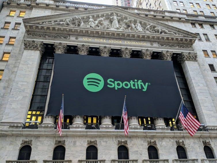 Biểu ngữ Spotify trên Sở giao dịch chứng khoán New York trong thương vụ IPO vào năm 29018. Ảnh: Shutterstock