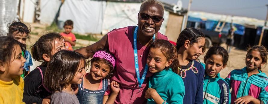 Đại sứ thiện chí của UNICEF Angelique Kidjo tại khu định cư không chính thức Housh el Refka, Thung lũng Bekaa, Lebanon.