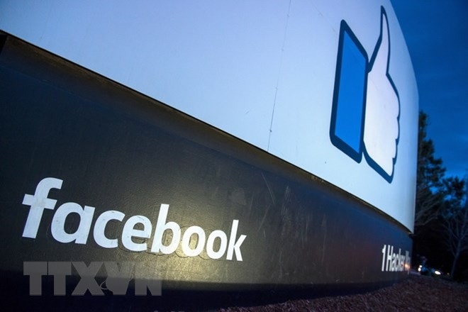 Biểu tượng Facebook tại trụ sở ở Menlo Park, California của Mỹ. (Ảnh: AFP/TTXVN)