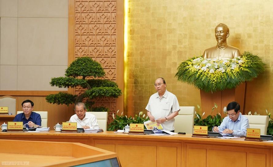 Thủ tướng Nguyễn Xuân Phúc phát biểu tại phiên họp Chính phủ, chiều 4/5. - Ảnh: VGP/Quang Hiếu
