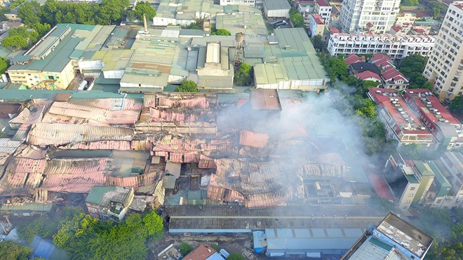 Chi cục Bảo vệ môi trường Hà Nội lại khẳng định khu vực Công ty Rạng Đông có môi trường an toàn - Ảnh Lê Quân