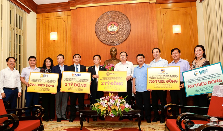 'Bầu Hiển' ủng hộ thêm 6 tỷ đồng cho cuộc chiến chống COVID-19 tại miền Trung