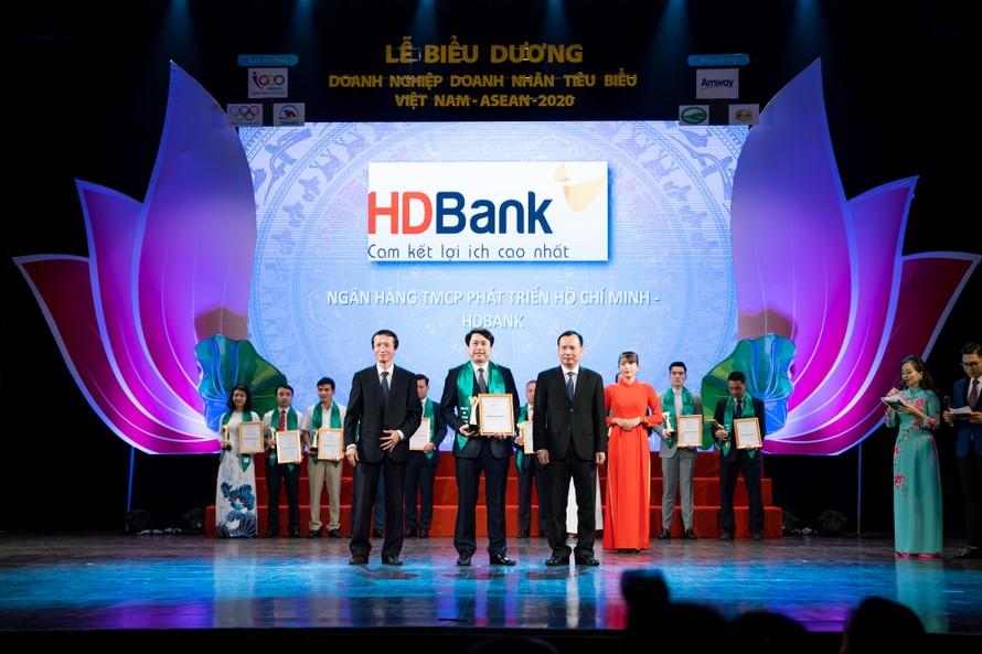 HDBank vừa được vinh danh là một trong những Doanh nghiệp tiêu biểu Việt Nam – ASEAN 2020 vì những đóng góp tích cực cho sự phát triển kinh tế của khu vực và toàn cầu.