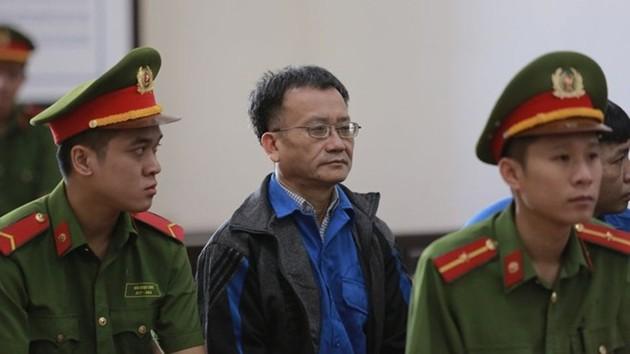 Bị cáo Nguyễn Quang Vinh tại phiên tòa sơ thẩm - Ảnh: BVPL