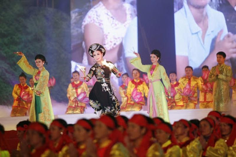 Tiết mục diễn xướng Cô bé Thượng ngàn của đoàn nghệ nhân thành phố Lạng Sơn - Ảnh: Báo Pháp luật