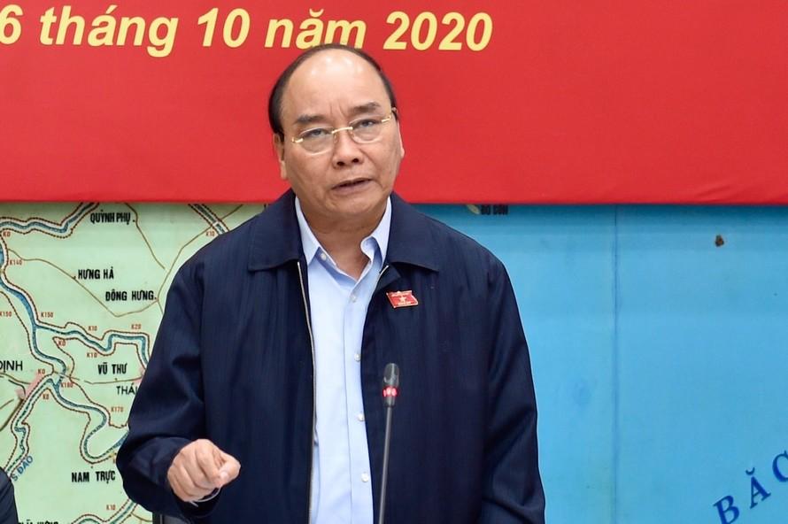 Thủ tướng Nguyễn Xuân Phúc: Cứu người là quan trọng nhất - Ảnh: VGP/Nhật Bắc