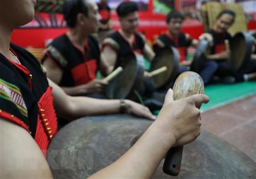 Trình diễn di sản văn hóa cồng chiêng Tây Nguyên (Ảnh: TTXVN)