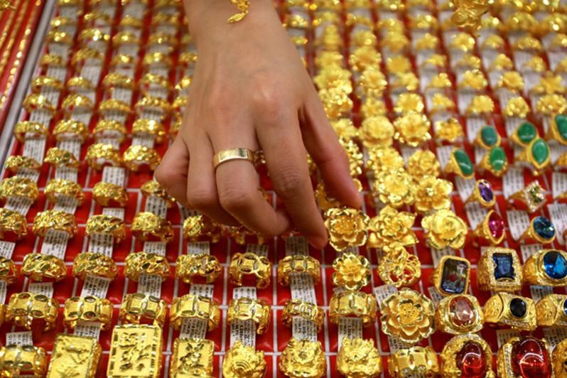 Giá vàng trong nước vẫn giảm sâu