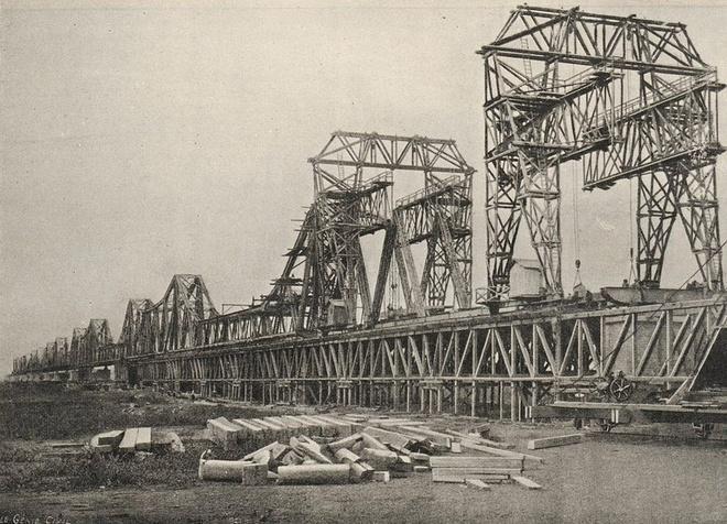 Cây cầu nào được xem là 'chứng nhân lịch sử' của Việt Nam?