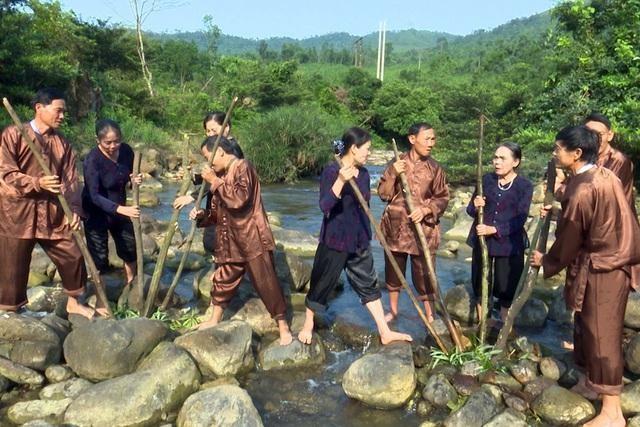 """""""Hò thuốc cá"""" huyện Minh Hóa thuộc loại hình nghệ thuật trình diễn dân gian, tri thức dân gian - Ảnh: Dân trí"""