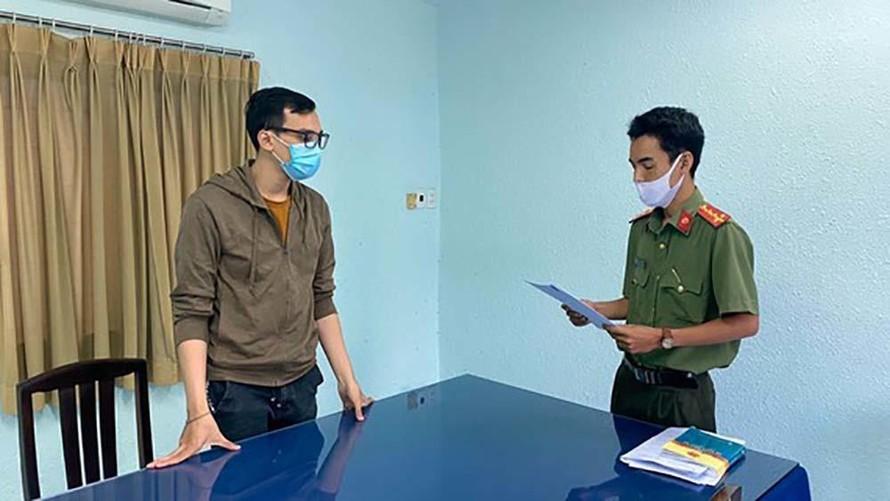Cơ quan An ninh điều tra xác định, nam tiếp viên Vietnam Airlines vi phạm nghiêm trọng các quy định về cách ly, làm lây lan dịch Covid-19 - Ảnh: VietNamNet