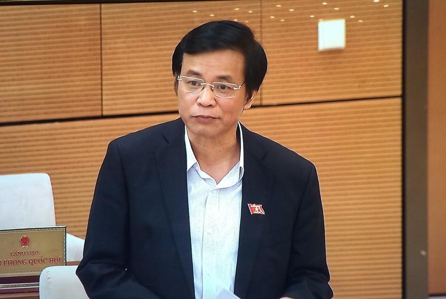 Tổng Thư ký Quốc hội, Chủ nhiệm Văn phòng Quốc hội Nguyễn Hạnh Phúc trình bày dự thảo Báo cáo. Ảnh: VGP/Nguyễn Hoàng