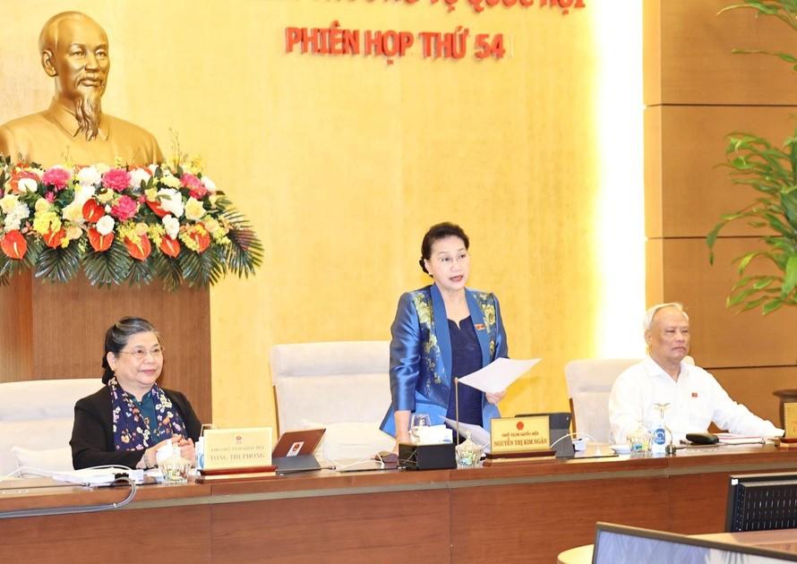 Chủ tịch Quốc hội Nguyễn Thị Kim Ngân phát biểu tại Phiên họp thứ 54 của Ủy ban Thường vụ Quốc hội. Ảnh: Trọng Đức/TTXVN