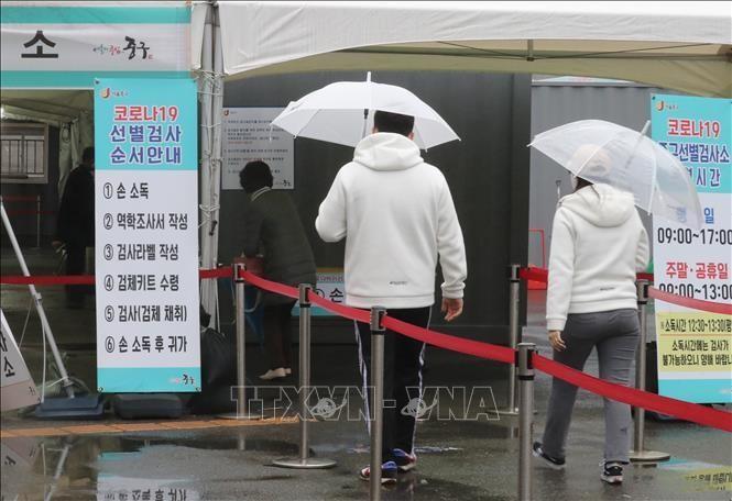 Một điểm lấy mẫu xét nghiệm COVID-19 tại Seoul, Hàn Quốc. Ảnh: Yonhap/TTXVN