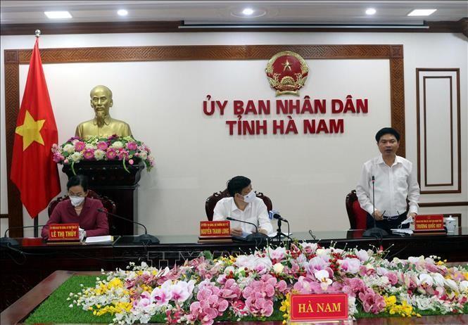 Chủ tịch UBND tỉnh Hà Nam Trương Quốc Huy báo cáo tình hình dịch bệnh trên địa bàn sau khi phát hiện 5 ca dương tính với COVID-19. Ảnh: Đại Nghĩa - TTXVN