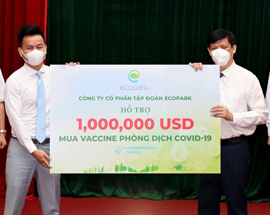Ecopark trao 1 triệu USD ủng hộ quỹ Vaccine COVID-19 của Chính phủ