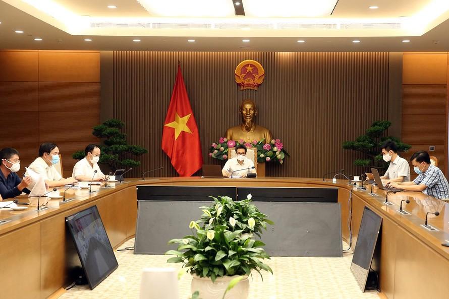 Phó Thủ tướng Vũ Đức Đam yêu cầu tỉnh Bắc Giang tăng tần suất xét nghiệm để nhanh chóng phát hiện các ca mắc, quản lý tốt để dịch không lây lan. Ảnh: VGP/Đình Nam