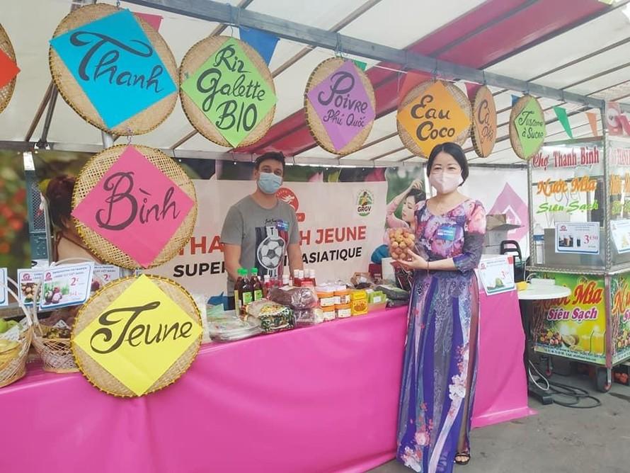 Vải thiều và các hoa quả Việt Nam được giới thiệu tại lễ hội.