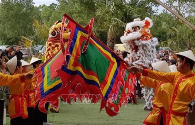 Điệu múa lân khai mạc Festival văn hóa Việt Nam lần thứ nhất tại Lyon, Pháp. Ảnh tư liệu: Linh Hương/TTXVN