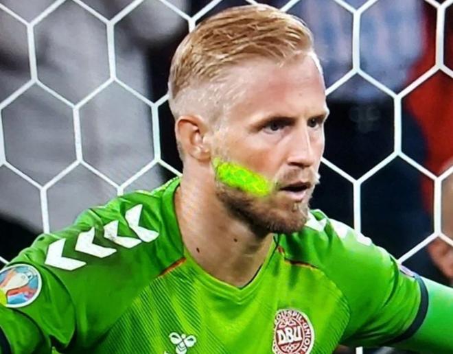 EURO 2020: UEFA xem xét án phạt đối với hành vi không đẹp của cổ động viên Anh