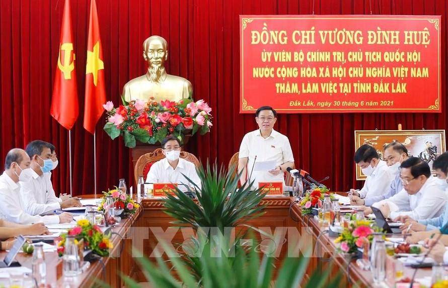 Chủ tịch Quốc hội Vương Đình Huệ làm việc với Ban Thường vụ Tỉnh ủy Đắk Lắk. Ảnh: Doãn Tấn – TTXVN