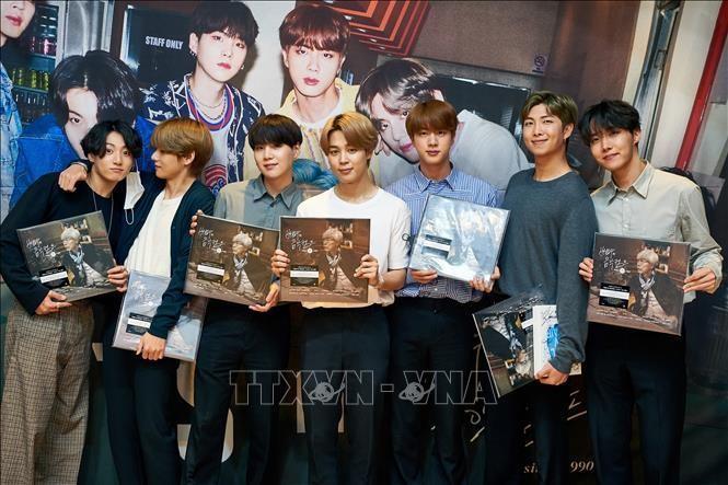 Các thành viên nhóm nhạc BTS tham dự một sự kiện ở Seoul, Hàn Quốc. Ảnh tư liệu: YONHAP/TTXVN