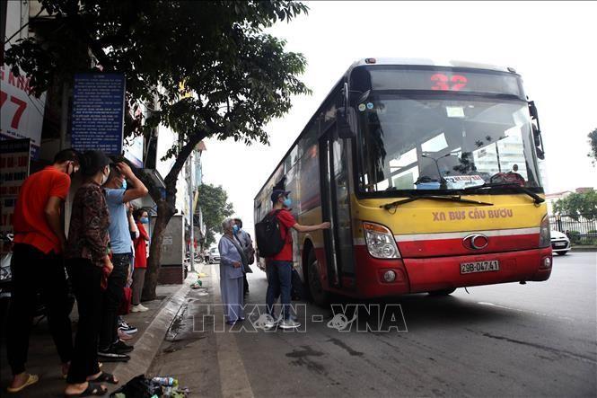 Hà Nội thực hiện giảm 50% tần suất dịch vụ trên các tuyến xe buýt kể từ 0 giờ ngày 19/7/2021. Ảnh: Danh Lam/TTXVN