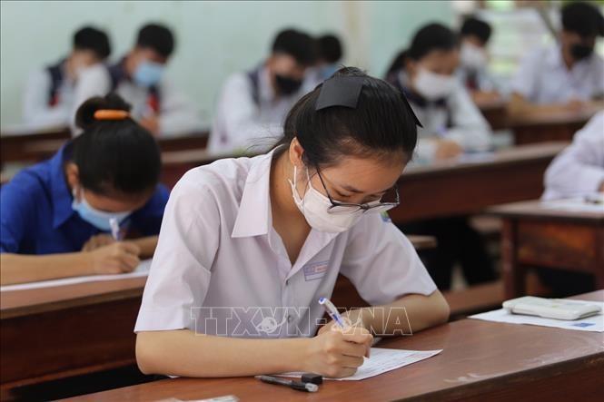 Thí sinh làm bài thi trong Kỳ thi Tốt nghiệp THPT năm 2021 tại Gia Lai. Ảnh: Quang Thái/TTXVN