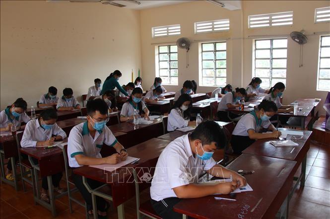 Các thí sinh làm bài thi môn Ngoại ngữ tại điểm thi trường THPT chuyên Vị Thanh, thành phố Vị Thanh, Hậu Giang ngày 10/8/2020. Ảnh minh họa: Hồng Thái/TTXVN
