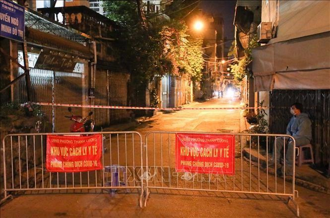 Khu vực ngõ 651 Minh Khai, phường Thanh Lương, quận Hai Bà Trưng hiện đang phong tỏa để phục vụ công tác phòng chống dịch. Ảnh: Thanh Tùng/TTXVN.
