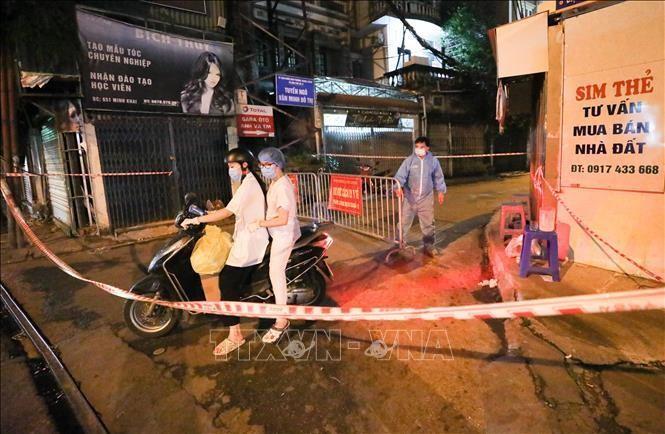 Khu vực ngõ 651 Minh Khai, phường Thanh Lương, quận Hai Bà Trưng hiện đang phong tỏa để phục vụ công tác phòng chống dịch. Ảnh: Thanh Tùng - TTXVN