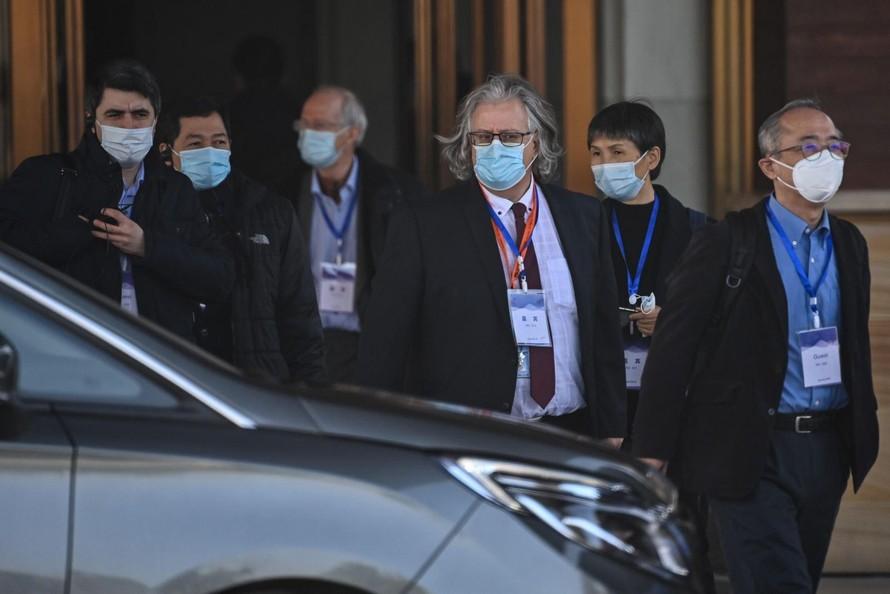 Nhóm chuyên gia của WHO điều tra nguồn gốc đại dịch COVID-19 tại thành phố Vũ Hán, tỉnh Hồ Bắc, Trung Quốc, ngày 29/1/2021. Ảnh: AFP/TTXVN