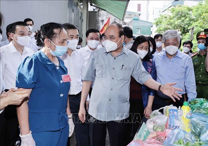 Chủ tịch nước động viên cán bộ cơ sở thu dung, điều trị bệnh nhân mắc COVID-19