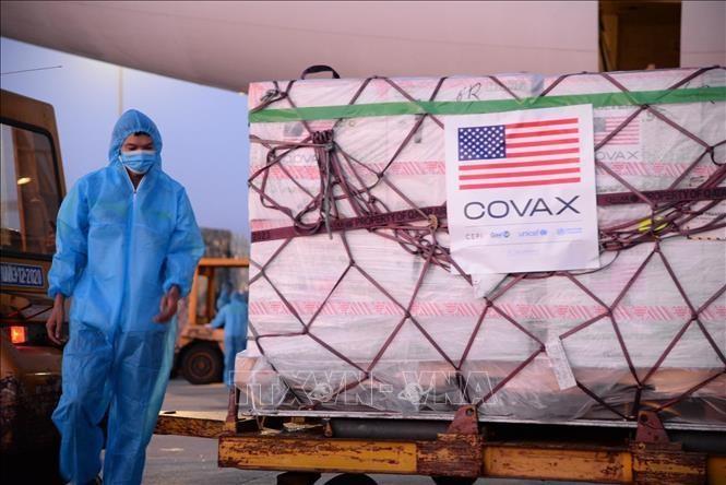 Hơn 2 triệu liều vaccine Moderna phòng COVID-19 về đến sân bay quốc tế Nội Bài (Hà Nội), sáng 10/7. Ảnh: TTXVN phát